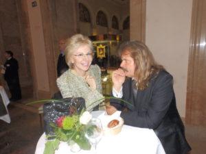 Unterhielten sich bei der Veranstaltung im Münchner Maximilianeum gut : Die Passauer Zeitungsverlegerin Angelika Diekmann und der Sänger und Musikproduzent Leslie Mandoki.